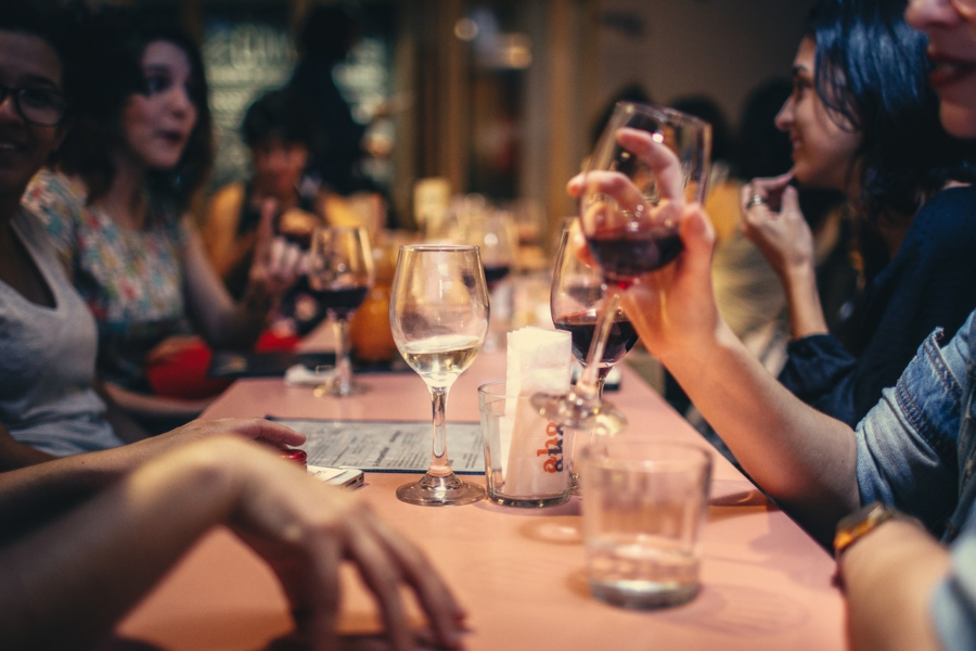 Why Your Employees Must Learn To Use A Restaurant POS System